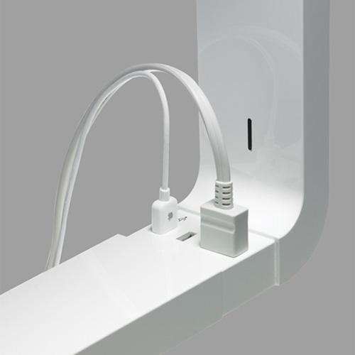 Conof lampans USB och elkontakt