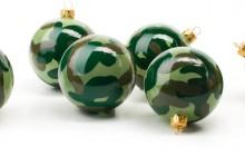Kamoflagefärgade julgranskulor från Ryssland