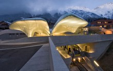 Tågstationer av Zaha Hadid