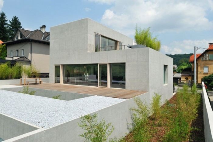 House D / Foto: Miran Kambi